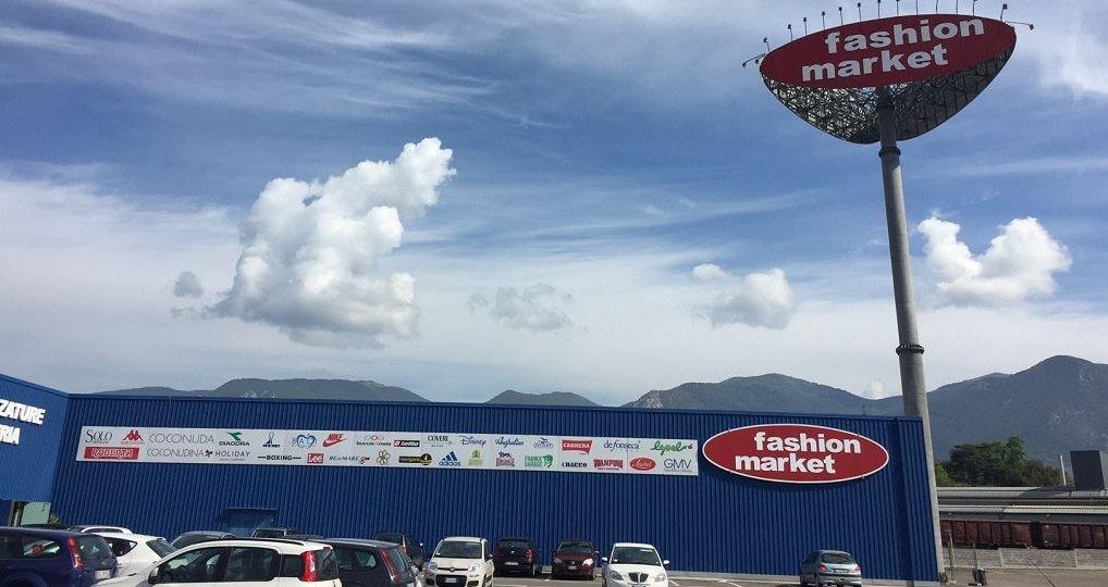 neg fashion market terni 6 10