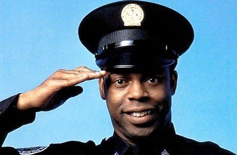 Vi ricordate l'agente Jones di scuola di polizia? Eccolo oggi!!