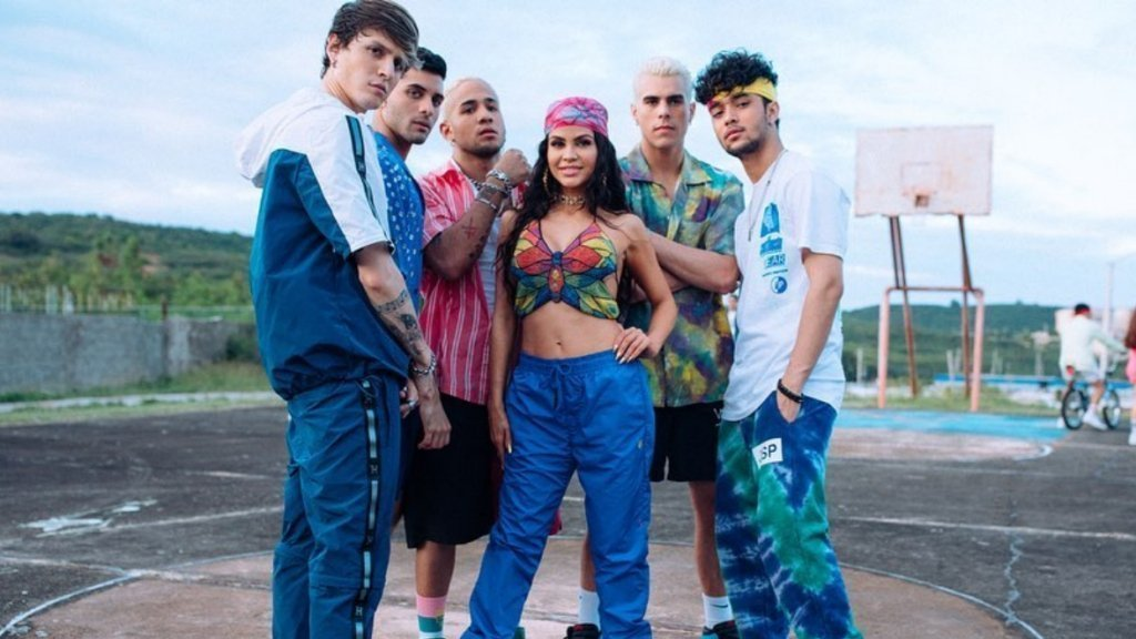 CNCO & Natti Natasha – Honey Boo ( Video + Testo )