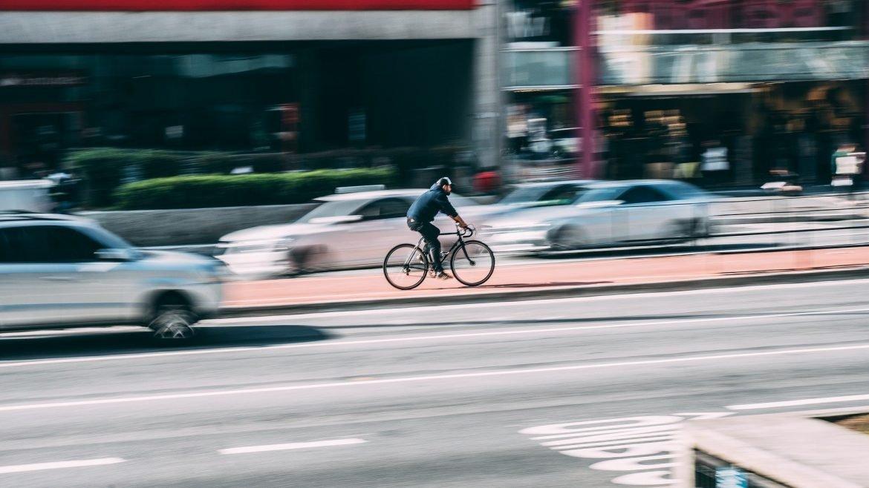 Andare in BICI al lavoro dimezza il rischio di cancro – TUTTI I BENEFICI FISICI